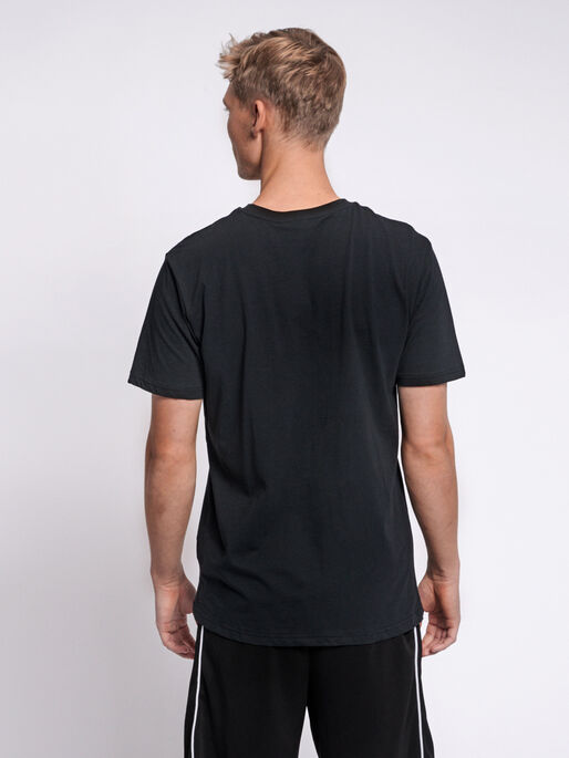 hmlRAGNAR T-SHIRT S/S, BLACK, model