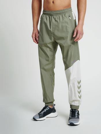 hmlSULLIVAN LOOSE PANTS, VETIVER, model