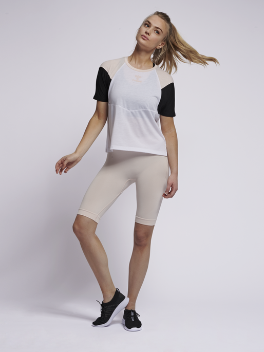 hmlROBIN T-SHIRT S/S, WHITE, model