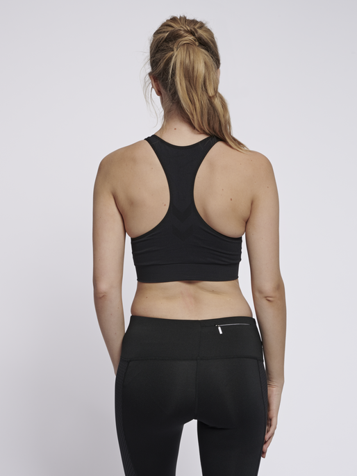 SUE SEAMLESS SPORTS TOP, BLACK, model