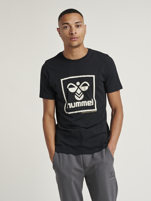 hmlISAM T-SHIRT, BLACK, model