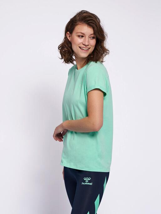 HMLISOBELLA T-SHIRT S/S, ICE GREEN, model
