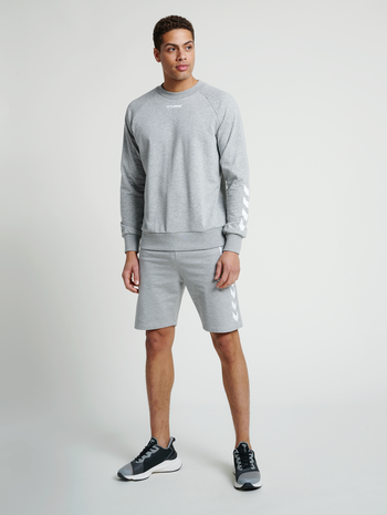 hmlISAM SWEATSHIRT, GREY MELANGE, model