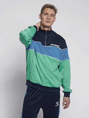 hmlLIAM HALF ZIP SWEATSHIRT, MARINE GREEN, model