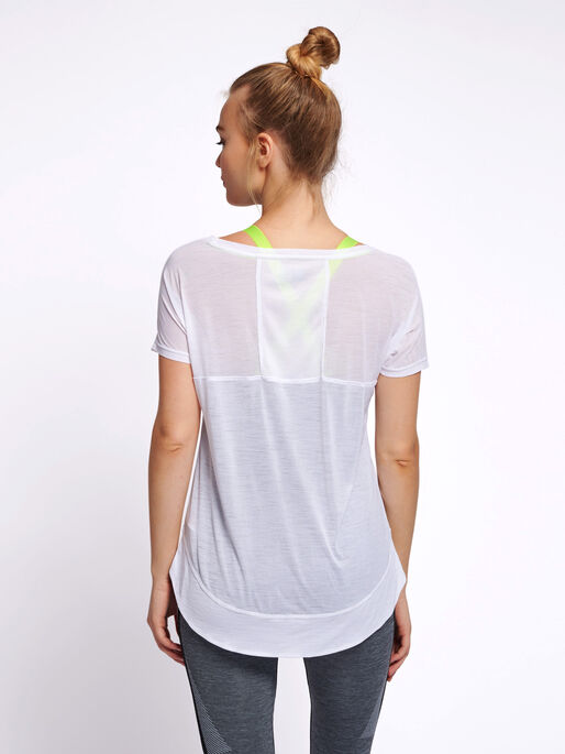 hmlSUNNY T-SHIRT S/S, WHITE, model