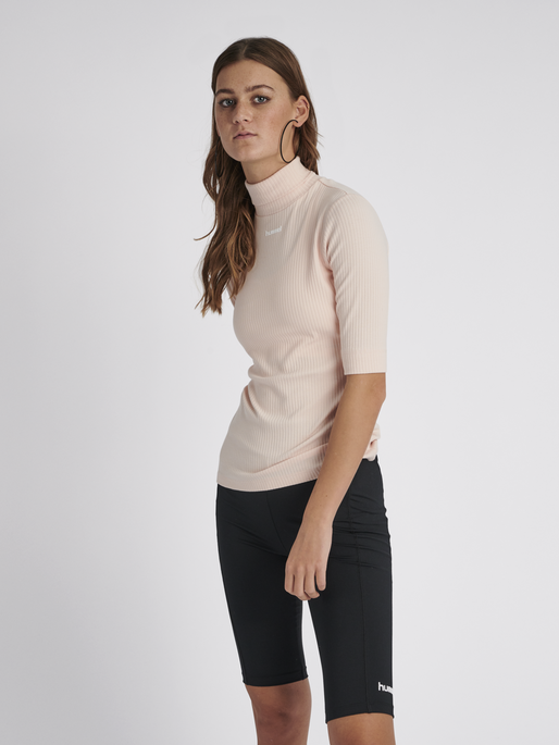 hmlCAROLINE RIB TURTLENECK S/S, CLOUD PINK, model
