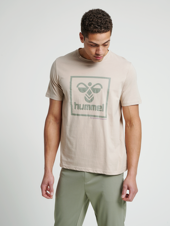 hmlISAM T-SHIRT, HUMUS, model