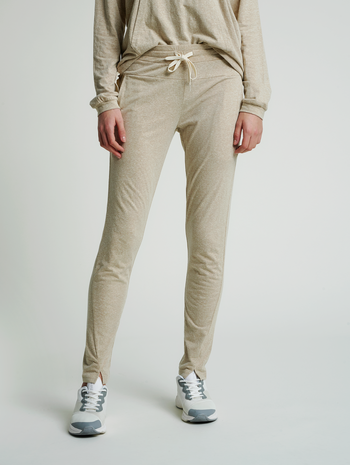 hmlZANDRA REGULAR PANTS, HUMUS MELANGE, model