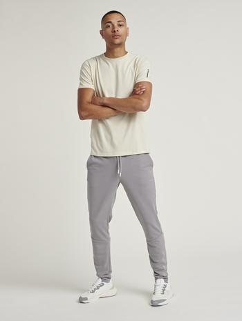 hmlMILO T-SHIRT, BONE WHITE, model