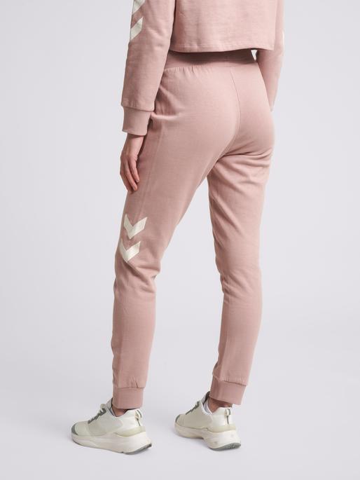 hmlLEGACY WOMAN TAPERED PANTS, WOODROSE, model