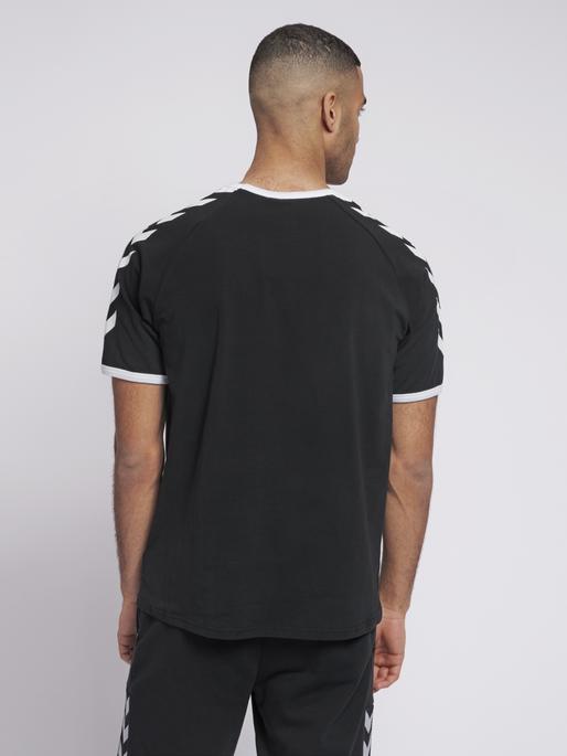 hmlJIMMY T-SHIRT S/S, BLACK, model