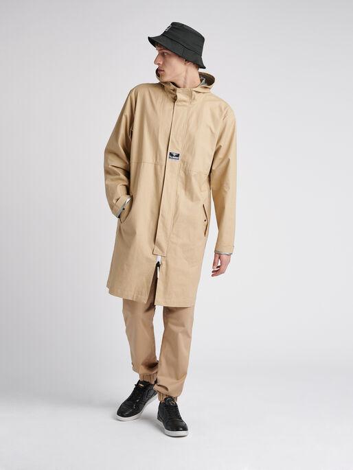 hmlSKAL LONG COAT, NOMAD, model