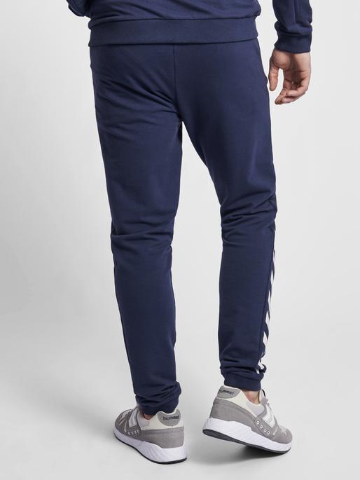HMLRAY PANTS, BLACK IRIS, model