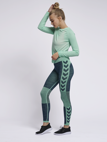 HMLCLEA SEAMLESS TIGHTS, ICE GREEN MELANGE, model
