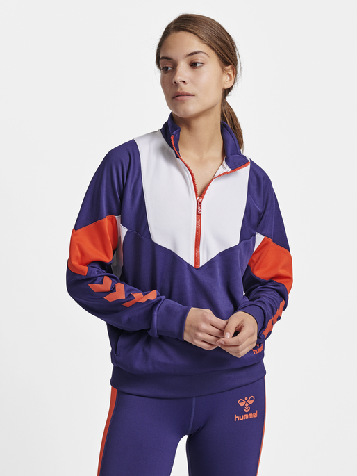hmlCHI HALF ZIP SWEATSHIRT, ASTRAL AURA, model