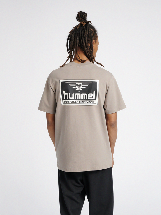 hmlFERIE T-SHIRT, DRIFTWOOD, model