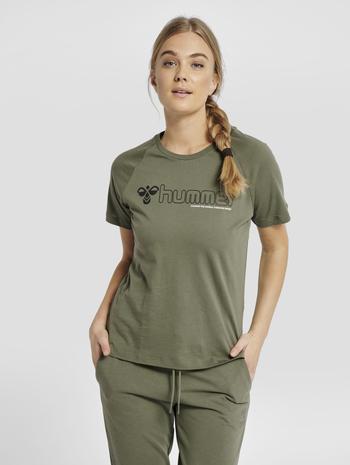 hmlZENIA T-SHIRT S/S, BEETLE, model
